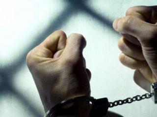 poliţişti-arestaţi
